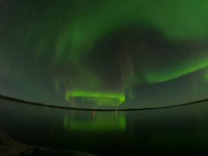 イエローナイフ・グレートスレーブ湖の弧状オーロラ