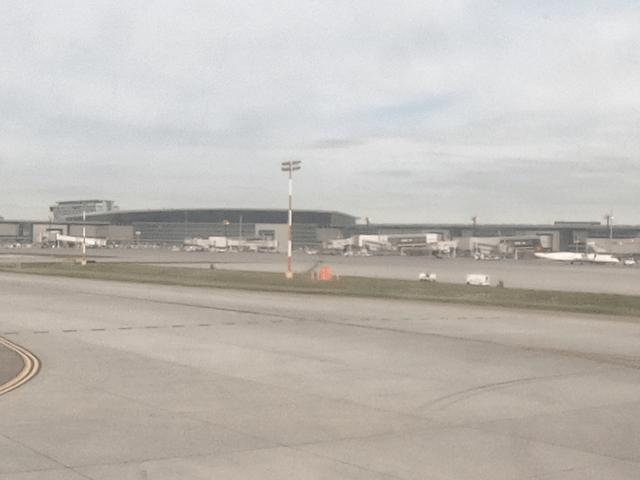 写真:カルガリー空港の外観