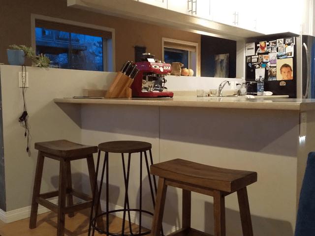 写真:カナダの家の洒落たキッチン