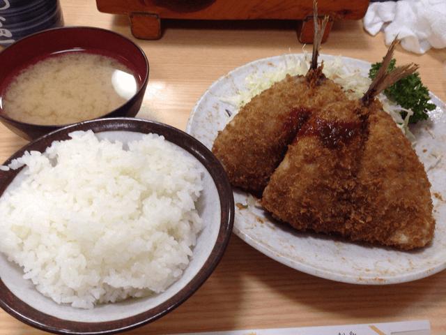 沼津「にし与」のアジフライ定食