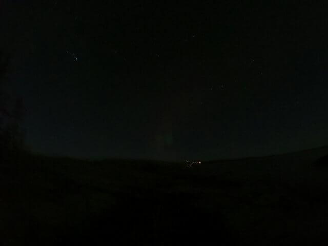 写真:イエローナイフのレベル0.5オーロラ(グレートスレーブ湖のラッサム島から)