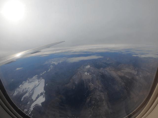 写真:雄大なカナディアンロッキー(飛行機から)