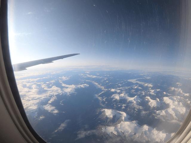 写真:カナダ西部地域の山々(飛行機から)