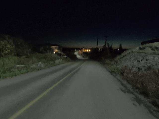 写真: イエローナイフ・ラッサム島の夜明け前の景色