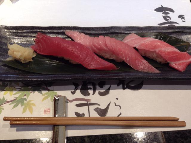 特上マグロ3種(「沼津魚がし鮨」沼津港店)