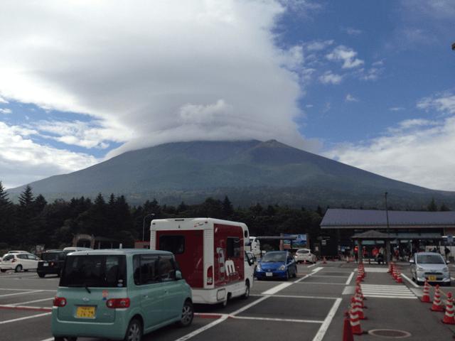 火山のような富士山(水ケ塚公園駐車場から)